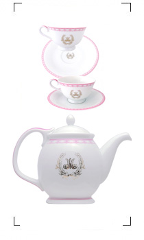 Maison Nina's / MARIE-ANTOINETTE TEA POT AND CUP AND SAUCER MA PINK